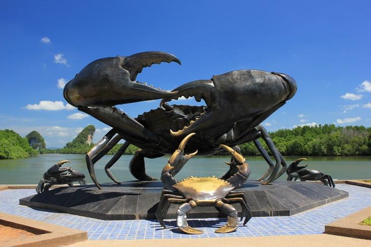 giant black crab