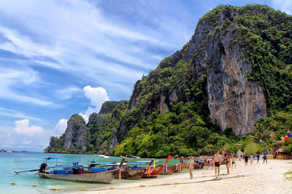 Tonsai Bay, Phi Phi Don island