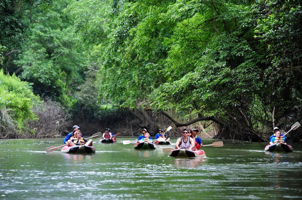 khao sok canoeing